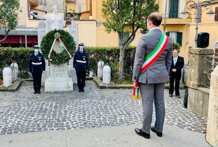 """4 Novembre, Grottaferrata ricorda i caduti di tutte le guerre:""""Siamo con le Forze Armate oggi in prima linea contro la pandemia'"""